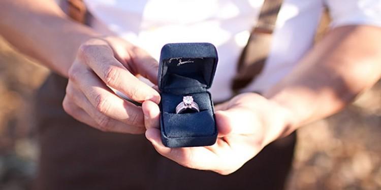 pedido-casamento-anel-noivado-min